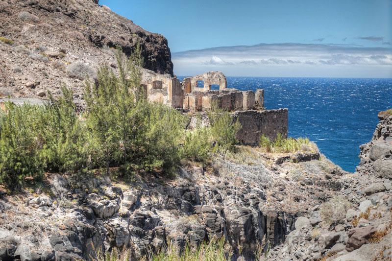 Alte Ruine oberhalb der Playa de Güi Güi