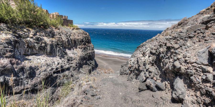 Die letzten Meter bergab der Wanderung zum Guigui Strand