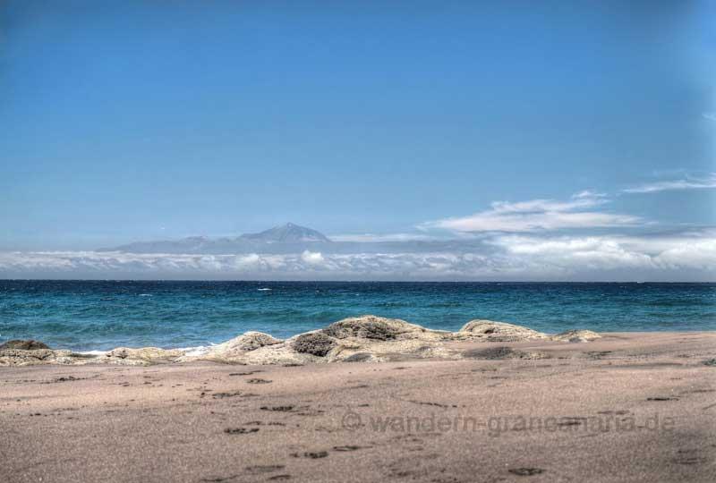 Strand von Gui Gui mit Blick nach Westen nach Teneriffa und den Teide