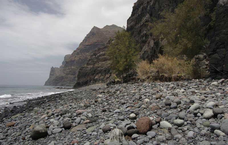 Viele Steine am Strand von Guigui Grande