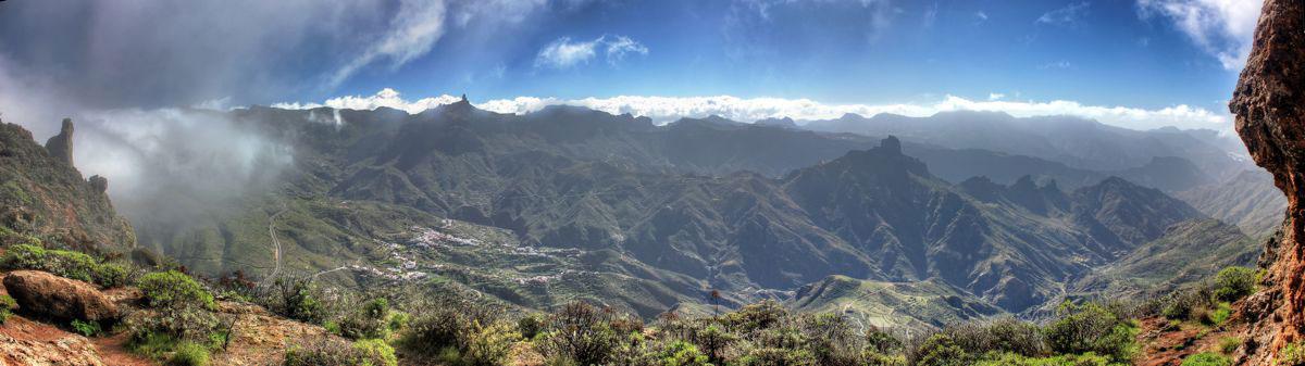 Panoramablick auf den Kessel von Tejeda, dem Pico de las Nieves, Roque Nublo und Roque Bentaiga
