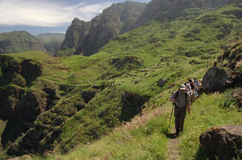 Wandergruppe auf dem Wanderweg von San Pedro zum Puerto de las Nieves, Gran Canaria