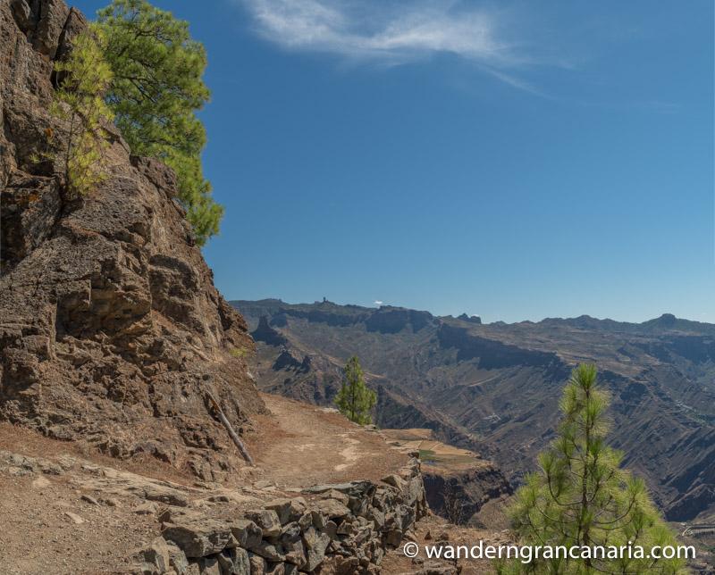 Wanderweg zum Altavista mit Blick auf den Roque Bentaiga und Roque Nublo