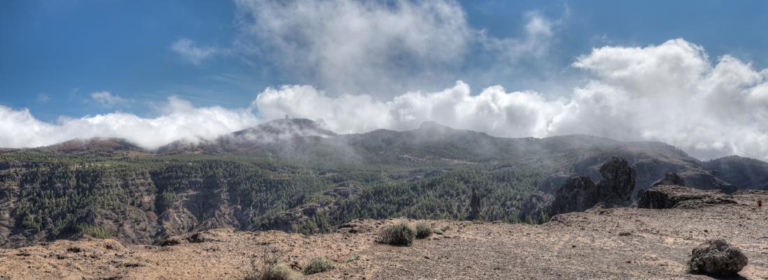 Wolken über dem Zentrum von Gran Canaria mit dem Pico de las Nieves und Camapanario, beim Abstieg der Wanderung