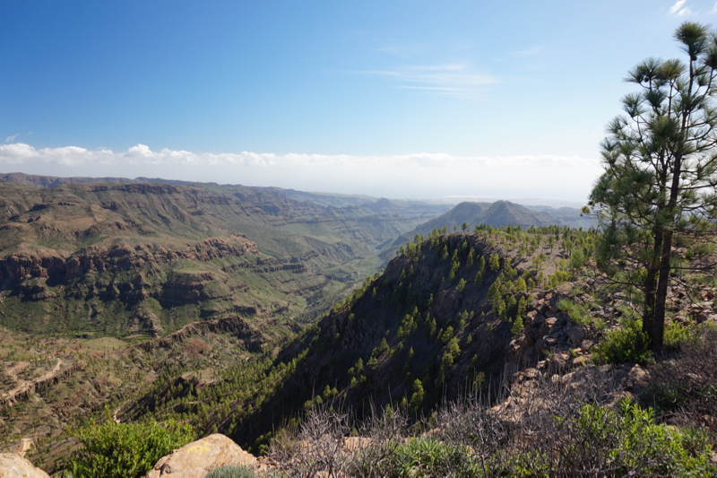 Blick vom höchsten Punkt der Chira Rundwanderung auf das Tal von Ayagaures