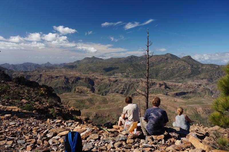 Pause auf dem höchsten Punkt unserer Wanderung mit Blick nach Westen
