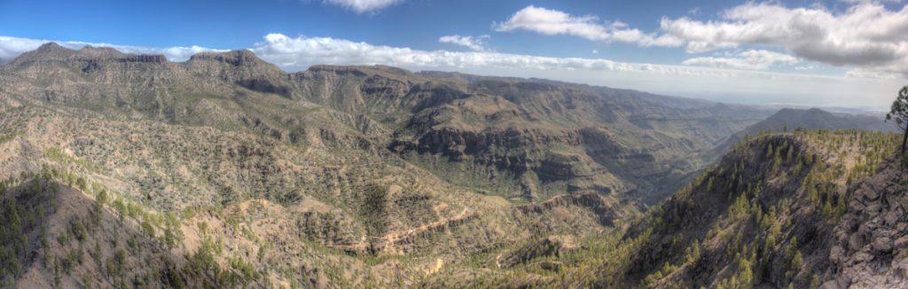Blick in die trockenen Täler im Süden von Gran Canaria
