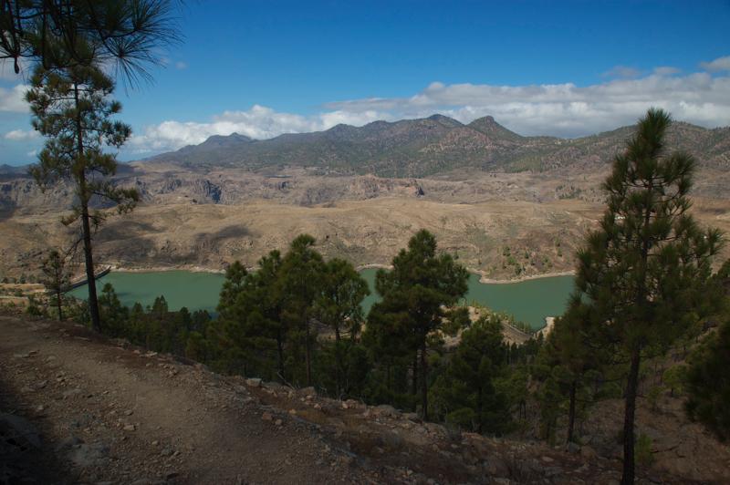 Wanderweg mit Ausblick auf den Chira Stausee