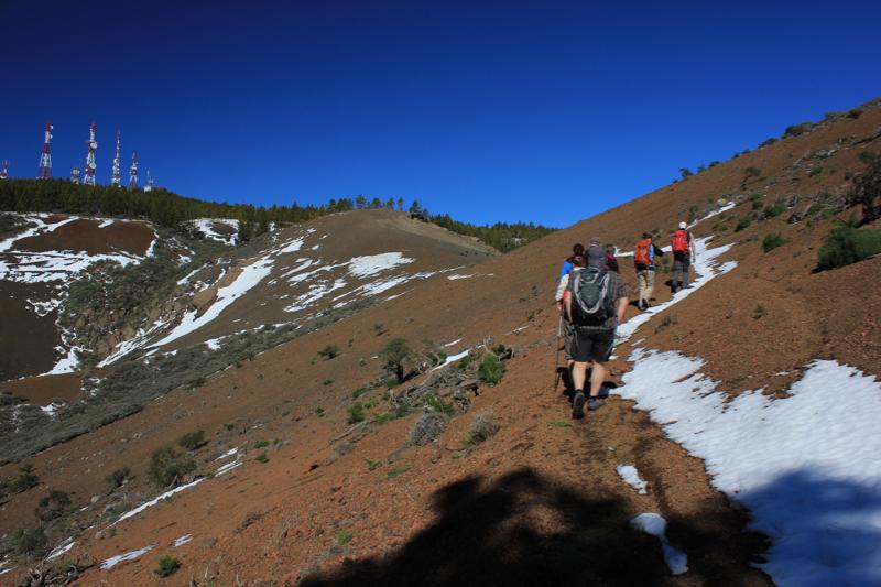 Schnee am Wanderweg, Aufstieg zu den höchsten Bergen von Gran Canaria