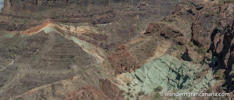 Bunte Felsen von Los Azulejos von oben gesehen